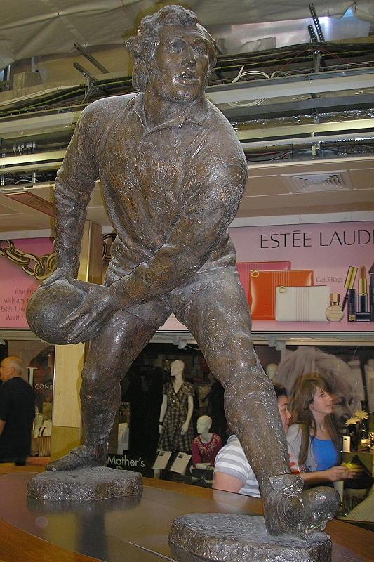 Gareth Edwards Statue