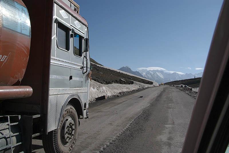 017 Overtaking a Truck Rhotang Pass