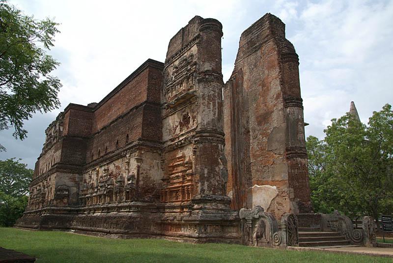 Looking at Lankatilaka Temple