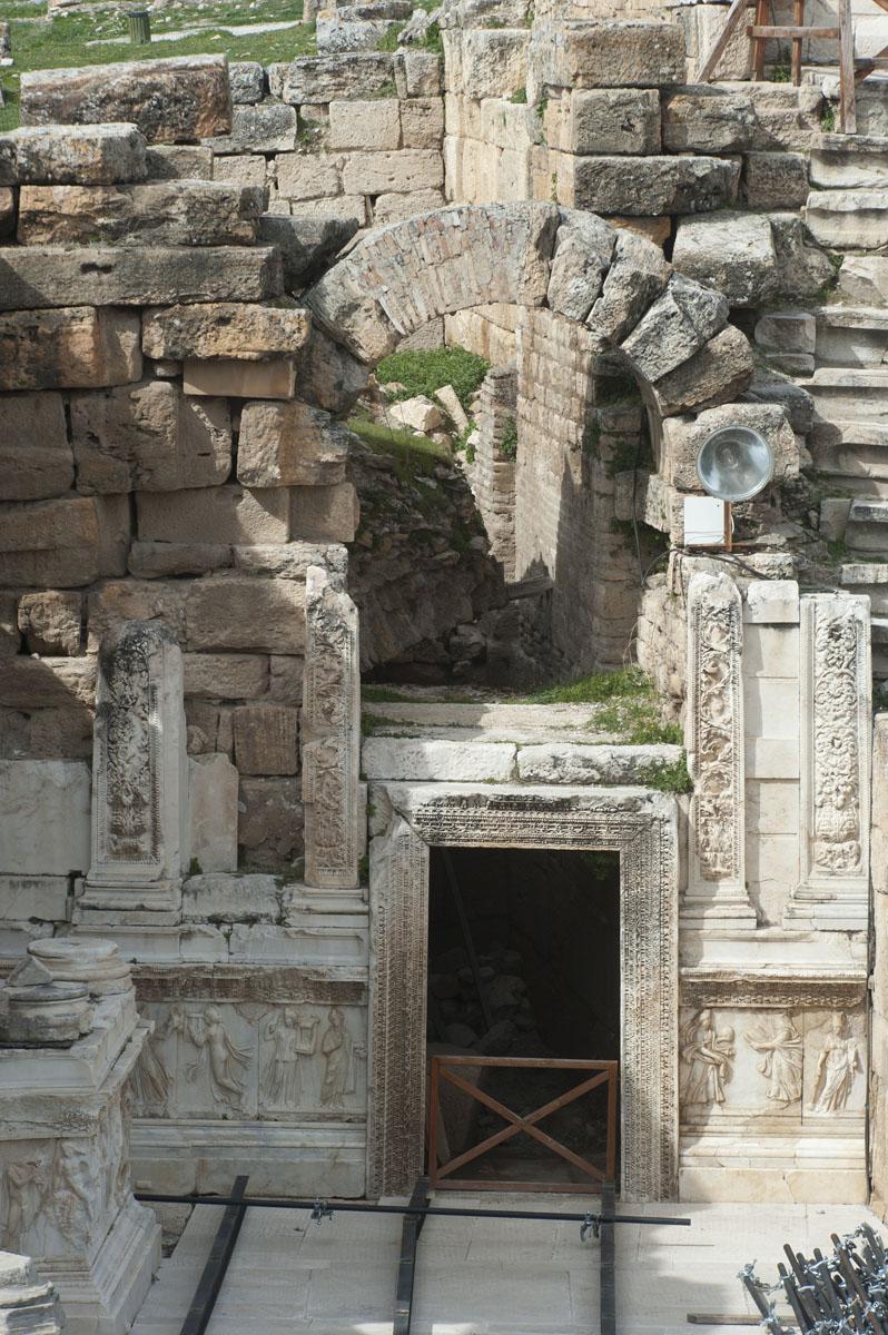 Hierapolis March 2011 4939.jpg