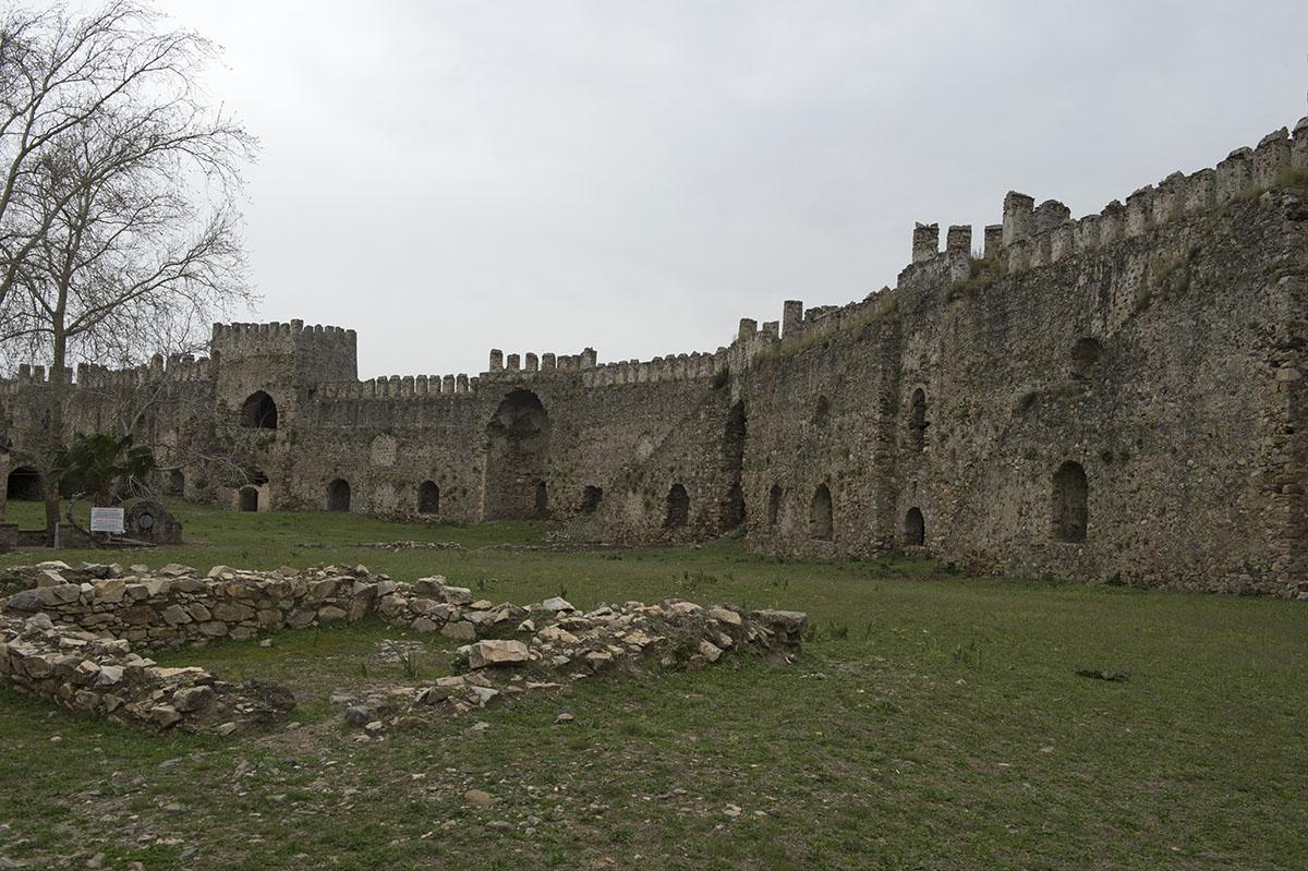 Anamur Castle March 2013 8582.jpg