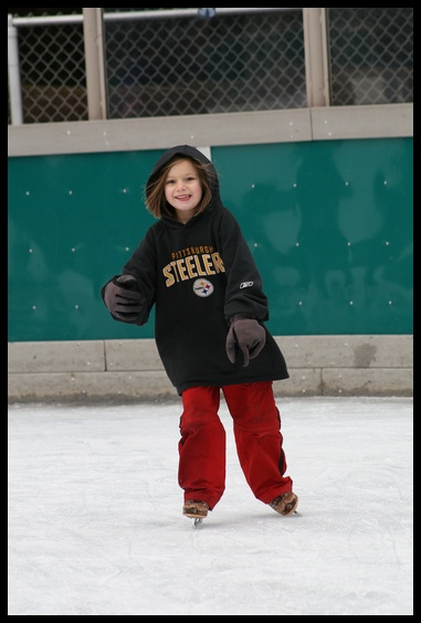 037.jpg Then we all stayed, and skated (even mom, after 6 yrs)...My lovely Ivy!