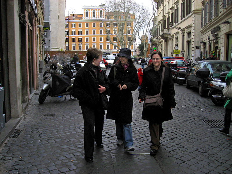 Margaret with Daniela and Roberta along via Giubbonari .. 3759