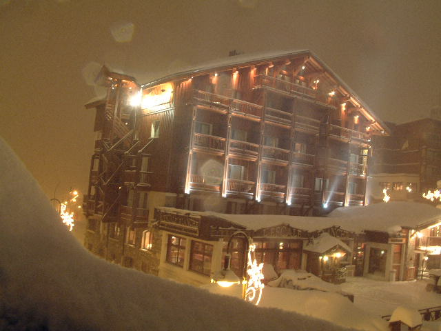 Hotel in the waves of the snowstorm - Tignes