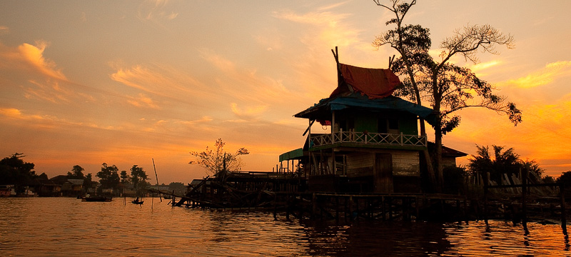 Pankalang Bun - river sunset and house
