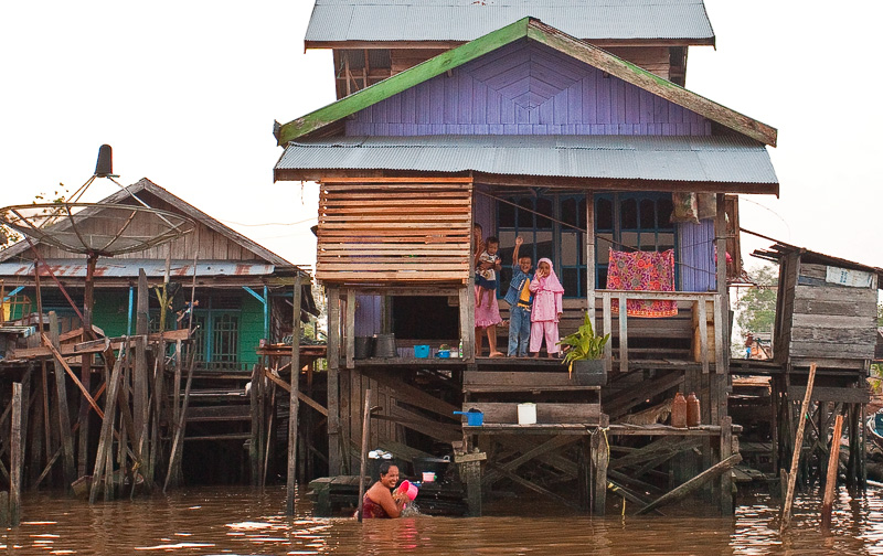 Pankalang Bun - river house