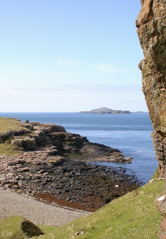 Treshnish Islands and swimming pool from the shelf track (the pool is sheltered from the wind)