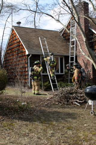 20070407-milford-house-fire-288-welches-point-rd-12.JPG