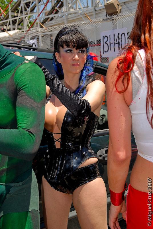 mermaidparade07-116.jpg