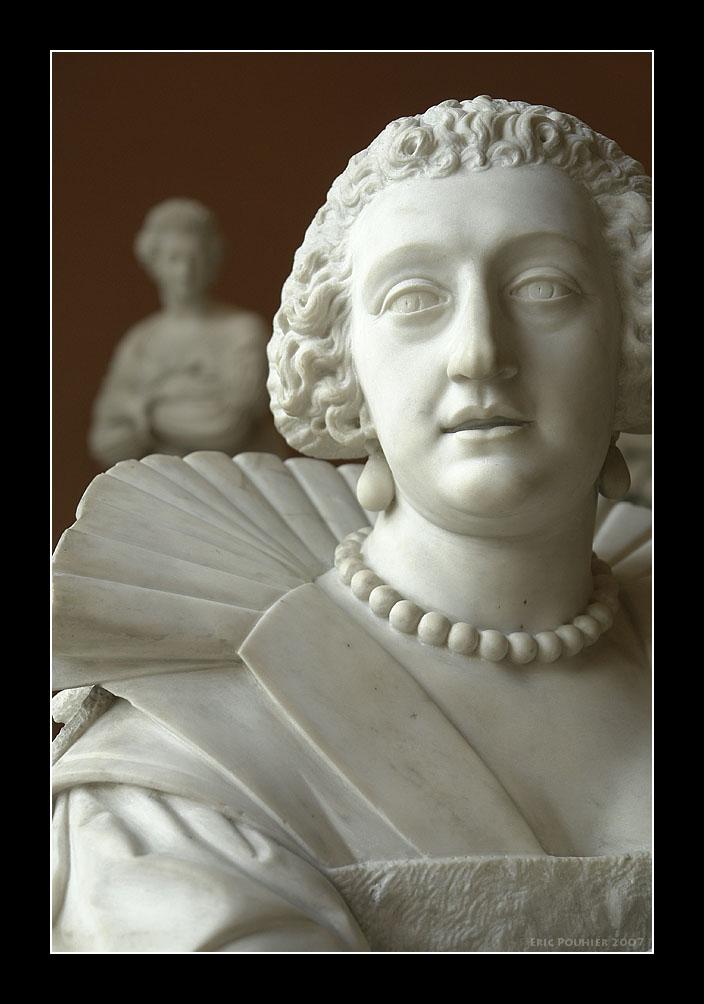 A pair of Queens - le Louvre