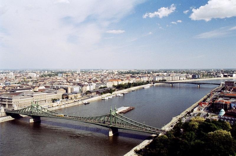 A Szabadság híd és a pesti oldal - The Liberty bridge and the Pest side.jpg