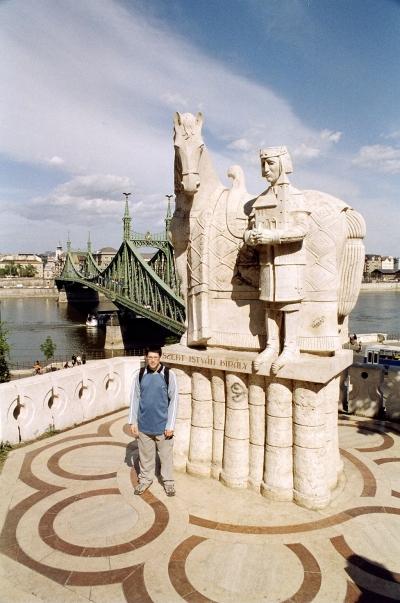 A Szent István szobor - The Statue of Saint Stephen I 01.jpg