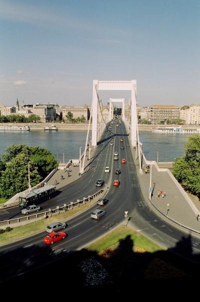 Az Erzsébet híd - The Elizabeth Bridge 02.jpg