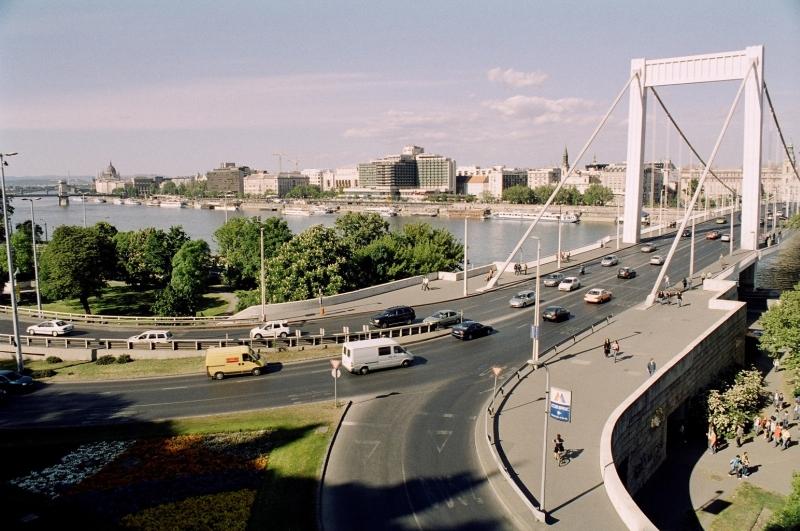 Az Erzsébet híd - The Elizabeth Bridge 04.jpg