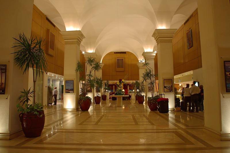 Hotel corridor Intercontinental Pyramids Park Resort Cairo hodnik v hotelu_MG_9751-1.jpg
