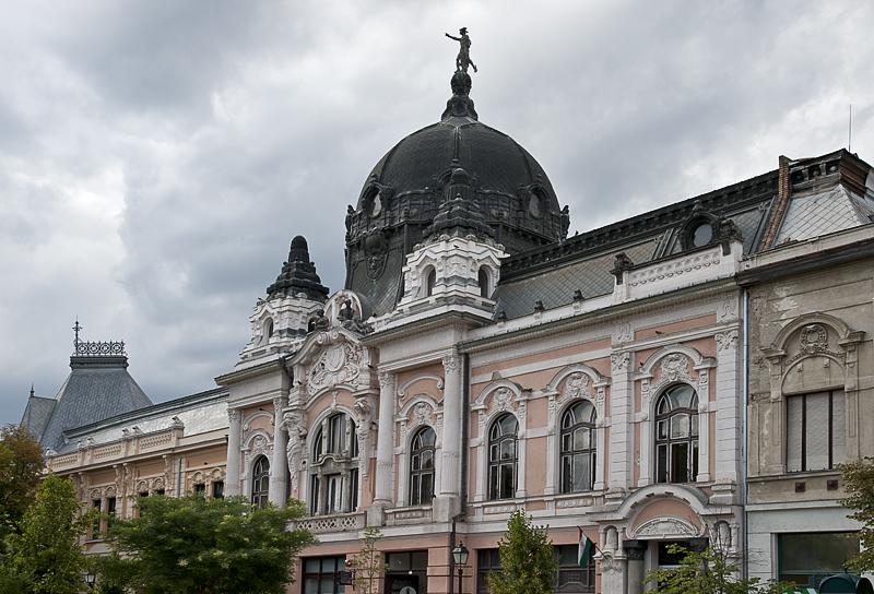 Bank/museum building