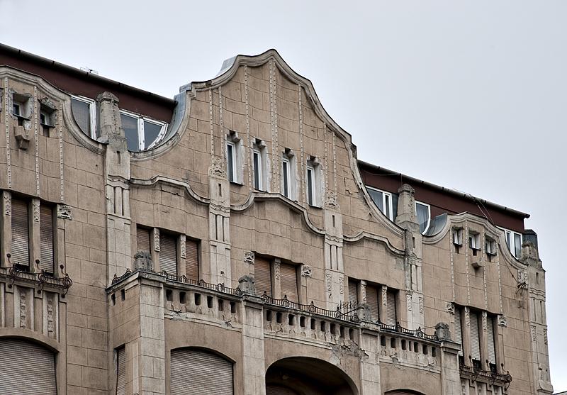 Crumbling facade in Buda