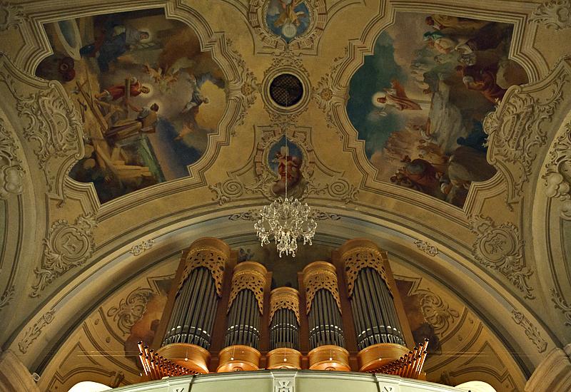Spectacular organ