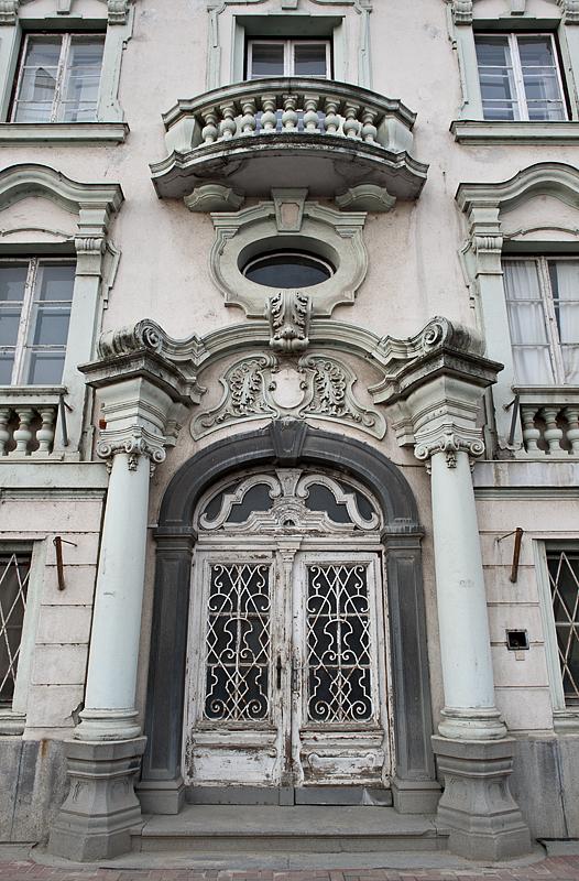 A bit of old Makó: ornate entry