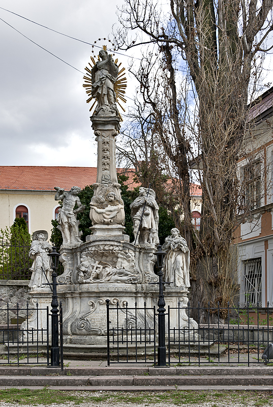 Viziváros, plague statue
