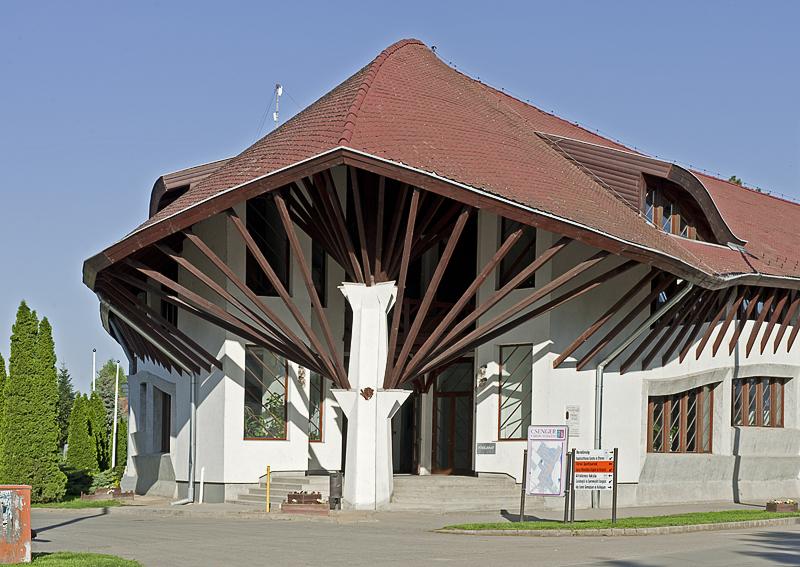 Elementary school by Imre Makovecz