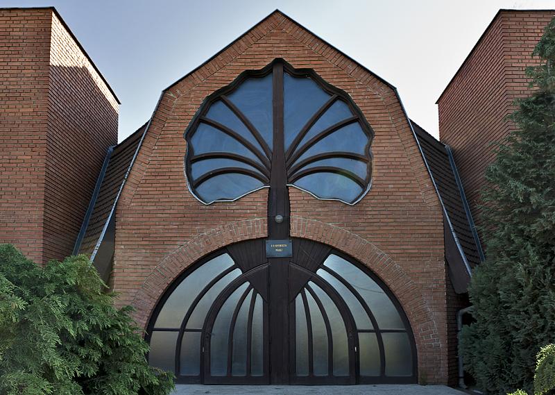 Adventist church by Imre Makovecz