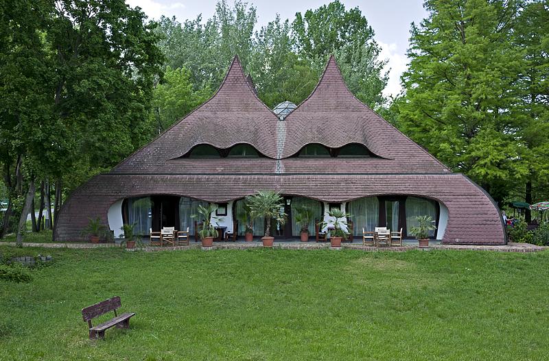 Szarvas, restaurant by Csete György