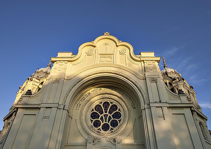 Seccessionist synagogue in sunlight