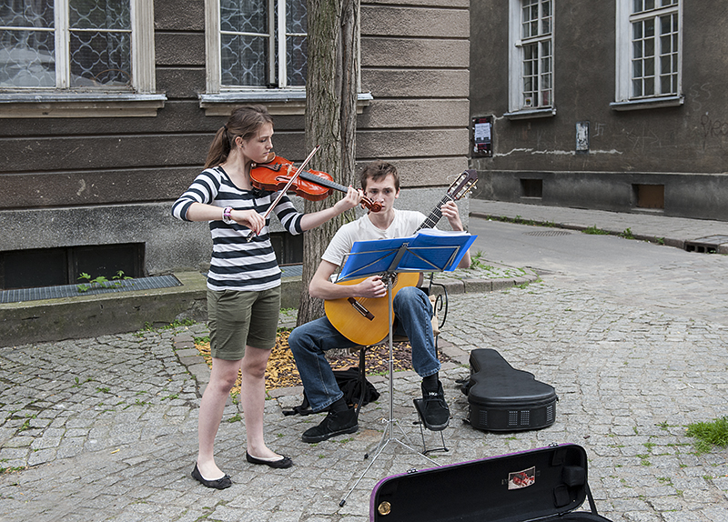 Street entertainment (2)