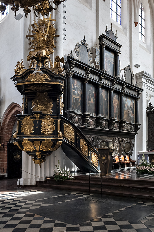 Oliwa Cathedral, pulpit, portraits