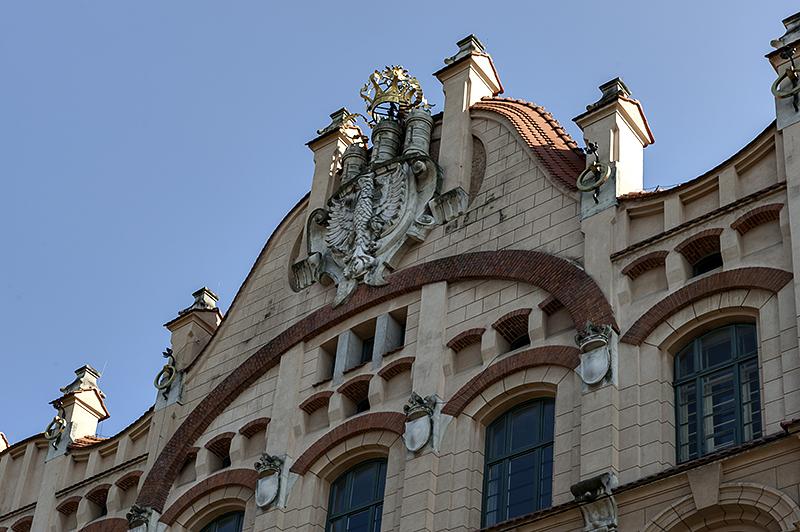 A regal building