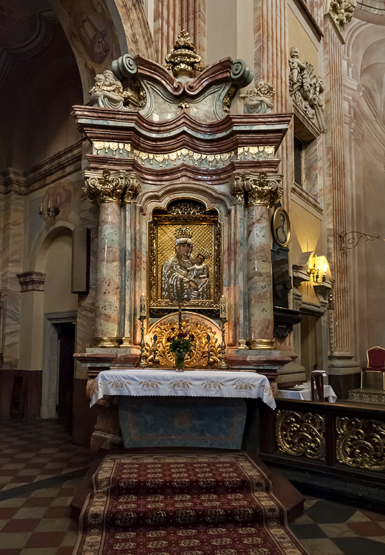 Piarist Church, side altar