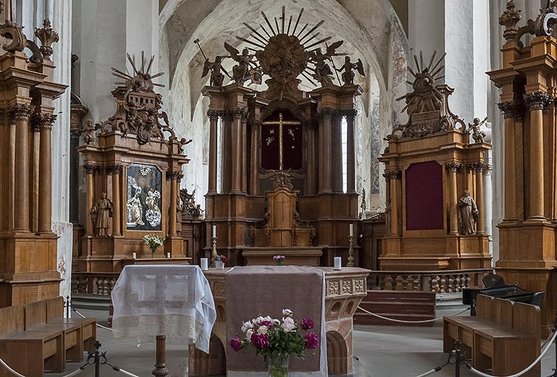 Bernardine Church, altar