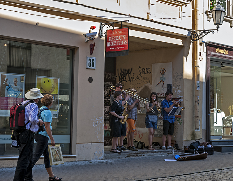 Street entertainment on Pilies Street