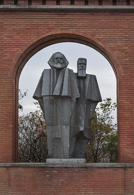Gate: Karl Marx, Friedrich Engels