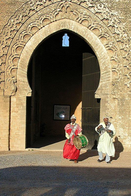 037 Rabat - Musicians, Chellah entrance.JPG