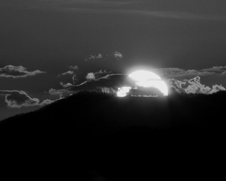 BLACK & WHITE MOUNTAIN SUNSET