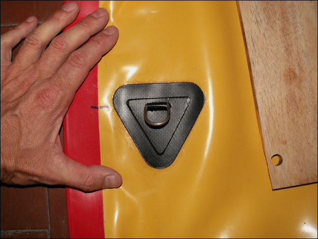 Poser et presser. La planche de bois, à droite, me sert à exercer une... (suite)