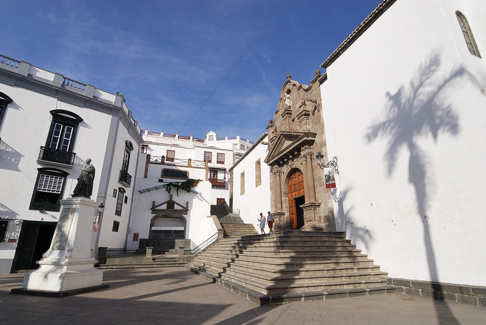 Plaza de Espana at noon