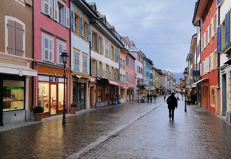View West on Rue du Milieu
