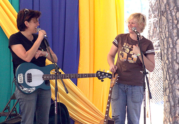 The Bluehouse, from Australia: Jacqui Walter (left) and Bernadette Carroll, Oak Tree Stage