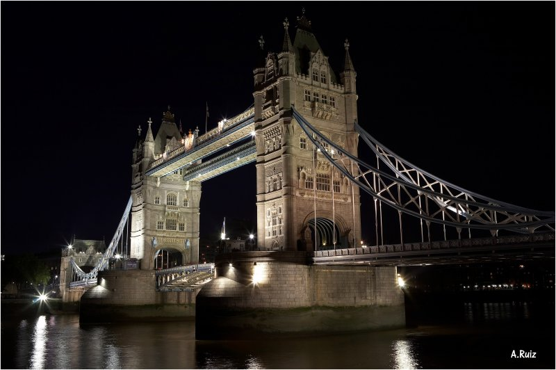 Londons Icon at Night