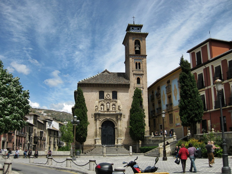 Granada. Iglesia de San Gil y Santa Ana en la Plaza Nueva