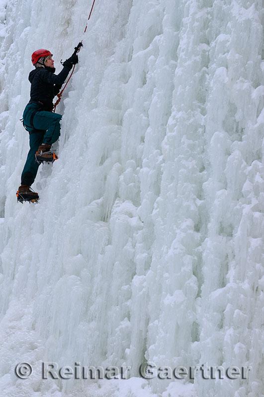 189 Iceclimbing Sarah 1.jpg
