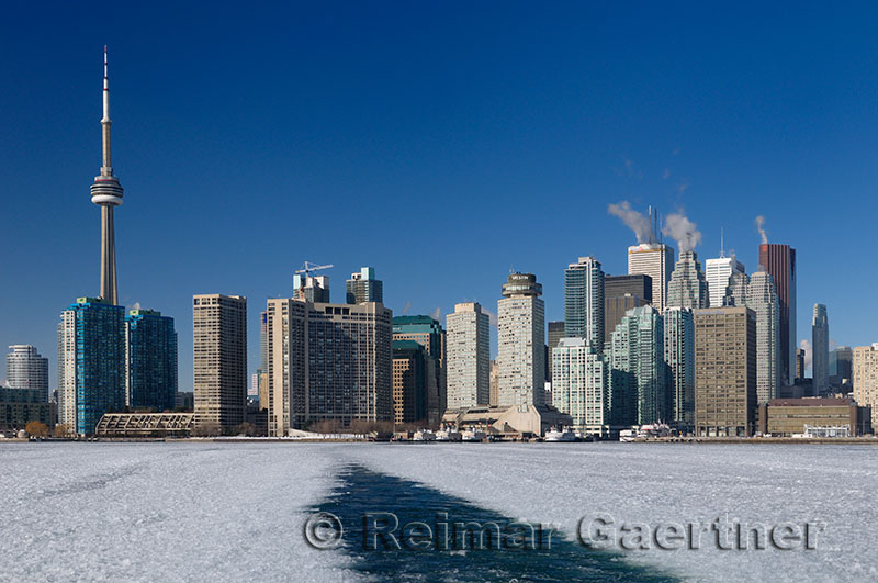 223 Toronto ice Ferry 2.jpg