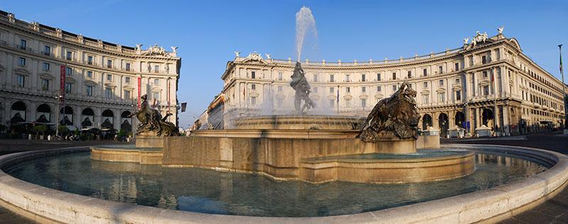 119 Republica Fountain Pano.jpg