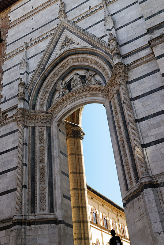 133 Siena archway.jpg
