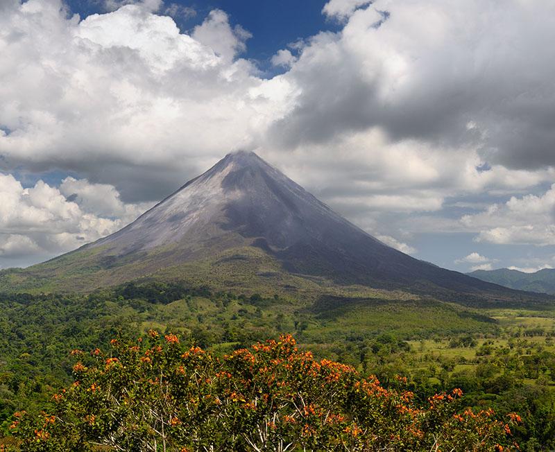 156 Volcan Arenal smoke large 2.jpg