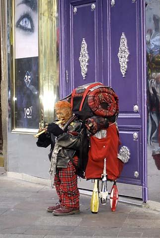 Street Stunt - Ventroloquist