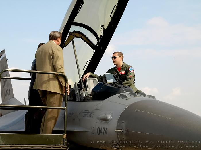 Lockhead Martin F-16 Multirole Fighter - The pilot